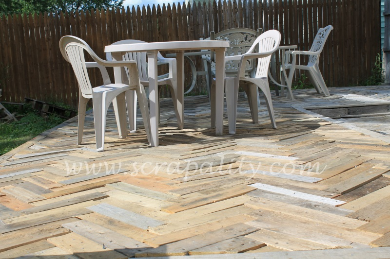28 pallets were used to create the foundation ( 7 pallets x 4 pallets ...