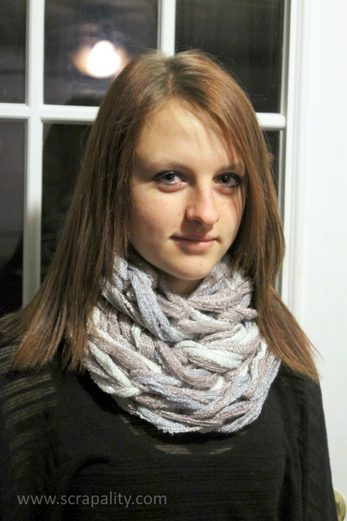 Arm Knitting Infinity Scarf 6