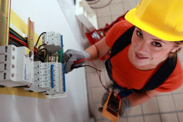Tips to apply to save money by hiring electrical for How contractors make money